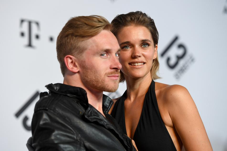 Das Ehepaar Samuel (33) und Sarah (35) Koch hat sich bei Dreharbeiten von Sturm der Liebe kennengelernt.
