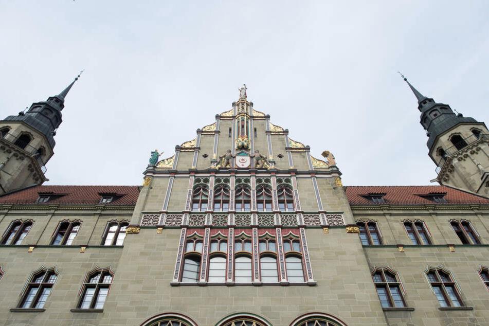 Für den Prozess sind insgesamt acht Tage vor dem Landgericht in Halle anberaumt. (Symbolbild)