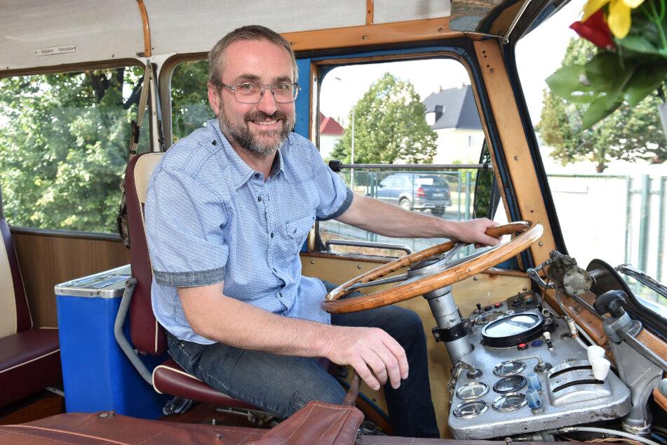 René Belschner (54) am Steuer seines Lieblings. Ohne Servolenkung hat er schon 224000 Kilometer zurückgelegt.