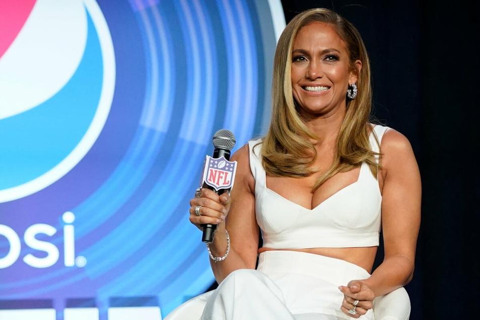 Mit dieser Frisur kennt man sie. Doch Jennifer Lopez (51) entschied sich nun für einen radikalen Schnitt!