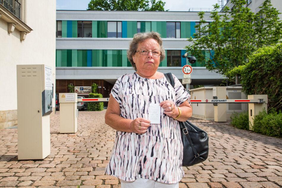 Manuela B. (60) aus Ebersbach tappte in die Park-Falle.