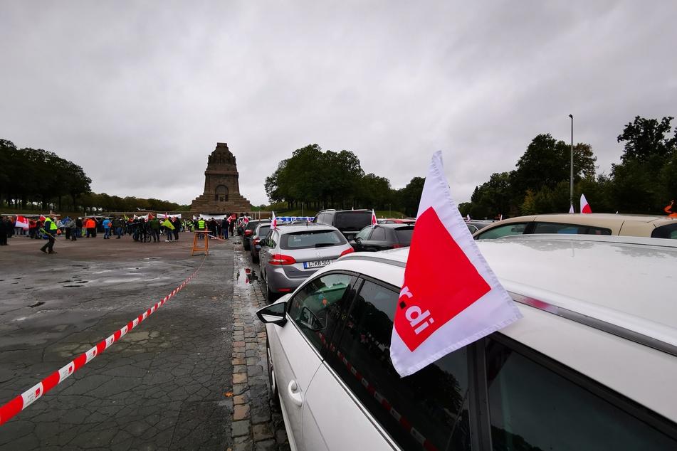 An einem Autokorso zum Völkerschlachtdenkmal beteiligten sich etwa 130 Fahrzeuge.