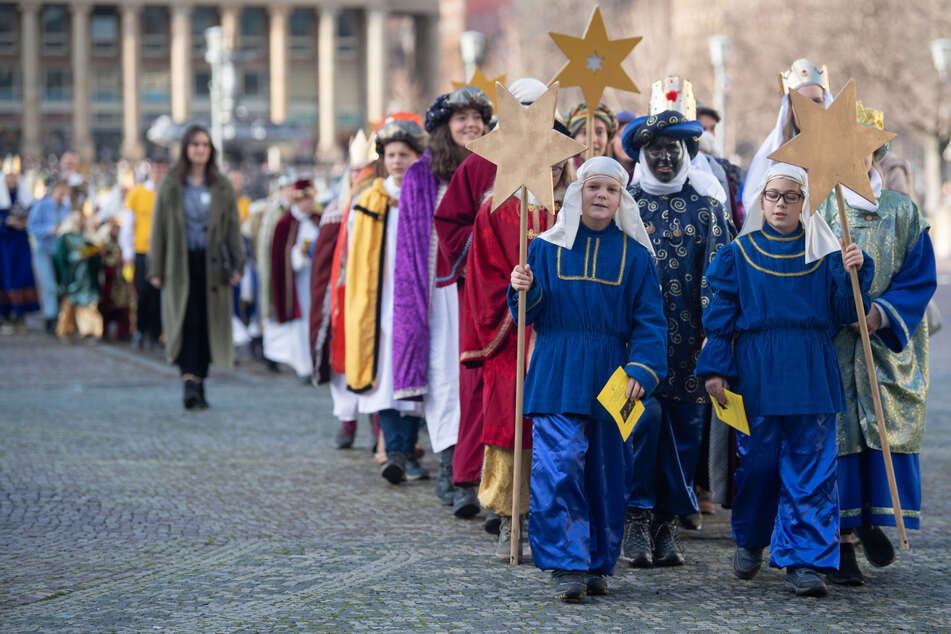Stuttgart, 7. Januar 2020: Sternsingergruppen gehen gemeinsam zu einem traditionellen Empfang im Neuen Schloss.