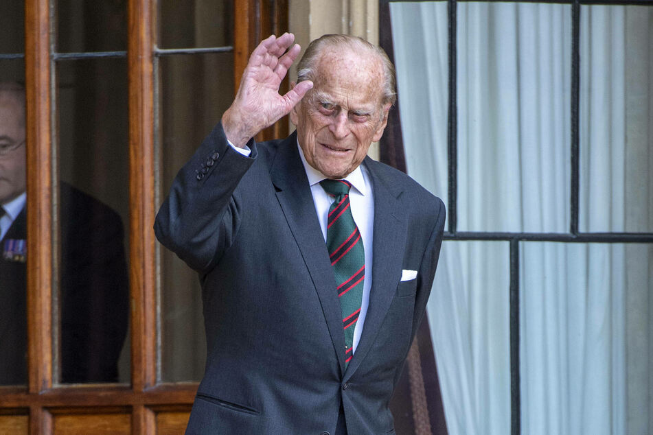 The Palace says Prince Philip (99) is continuing to receive hospital treatment as a precautionary measure.