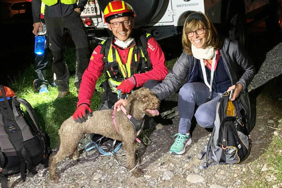 Lilly would not let mountain rescuers take care of her. Her owner had to come and finish the rescue.
