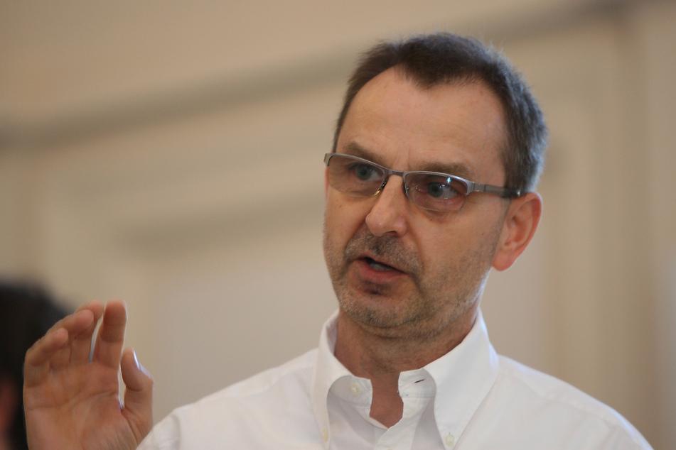 """Das wachsame Auge auf Bürgerseite: Steffen Spittler (59) von der Initiative """"Basistunnel nach Prag""""."""