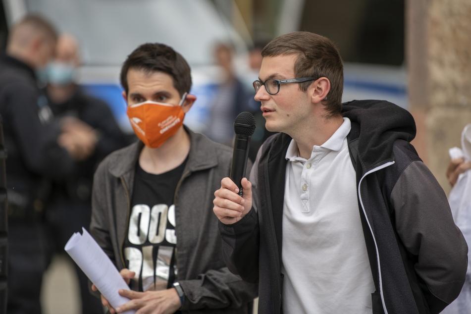 """Erik Neubert (25, Grüne, r.), Sprecher von """"Chemnitz Nazifrei"""""""