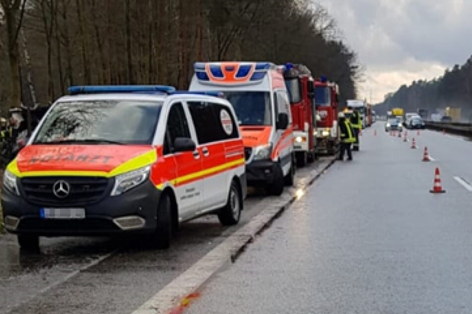 Zahlreiche Einsatzkräfte waren bei dem tragischen Unfall vor Ort.