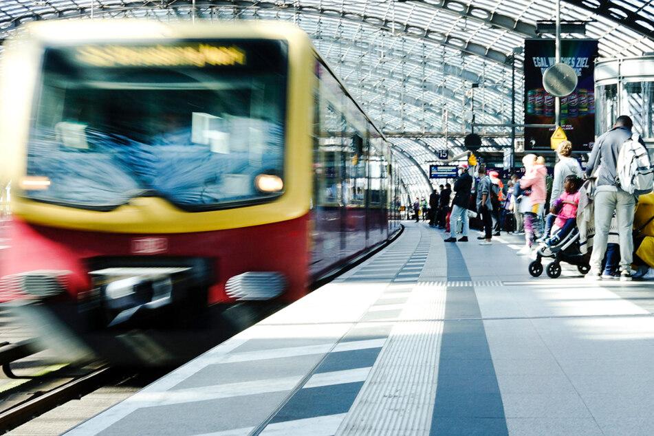 Berliner können sich wieder über den normalen Fahrplan der S-Bahn freuen. Während des Streiks fiel die Ringbahn S41 und S42 komplett aus.