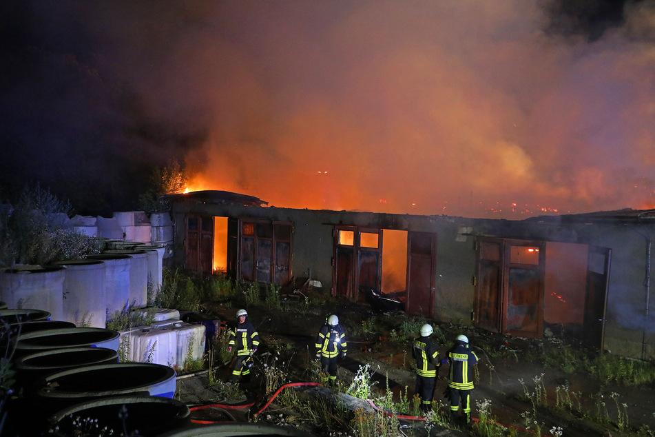 Die Werkstatt brannte komplett nieder! Nur die Außenwände stehen noch.
