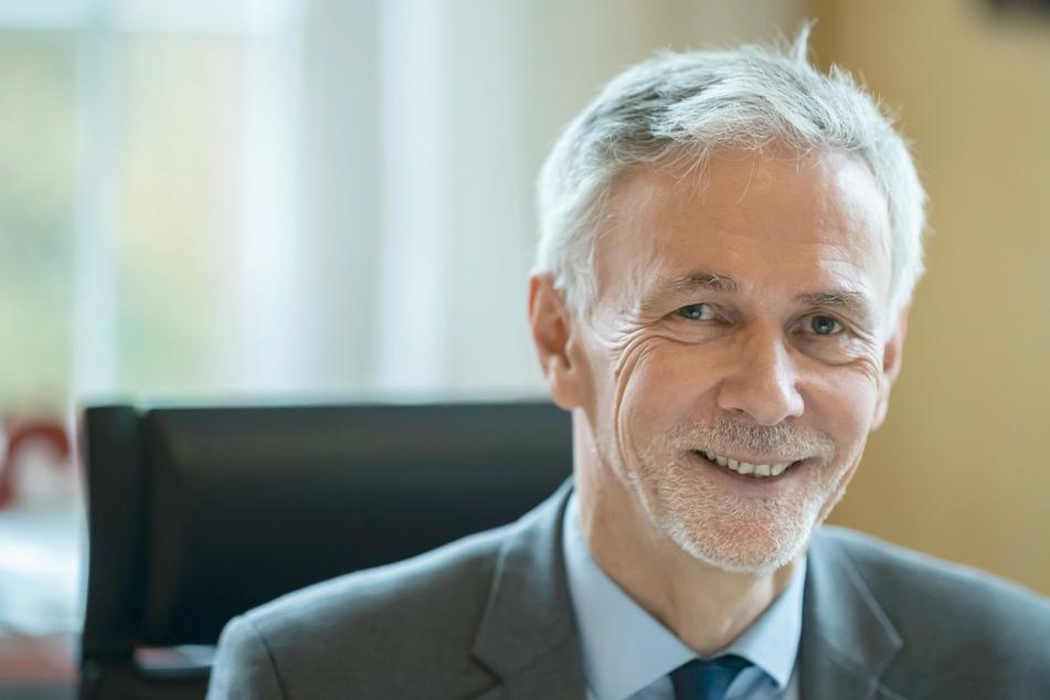 Jochen Cornelius-Bundschuh, Landesbischof der evangelischen Landeskirche in Baden, aufgenommen in seinem Dienstzimmer.