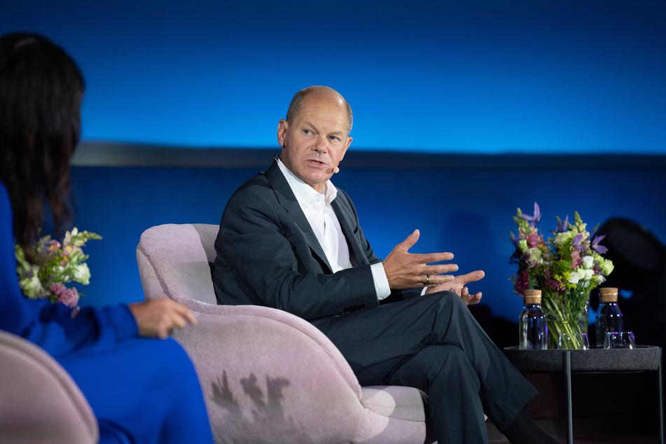 """Olaf Scholz (63, SPD, r.), Kanzlerkandidat und Bundesminister der Finanzen, bei der Gesprächsreihe """"Brigitte Live"""" am Mittwochabend."""