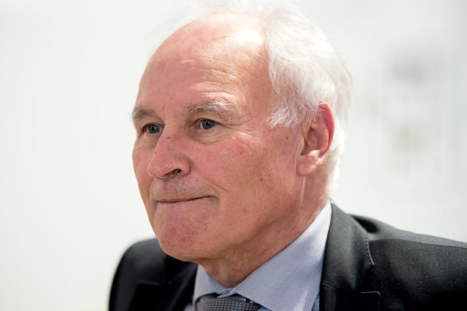 Der ehemalige CSU-Chef Erwin Huber (75) schließt ein mögliches Tempolimit nicht aus, wenn es dem Klimaschutz dienlich ist.