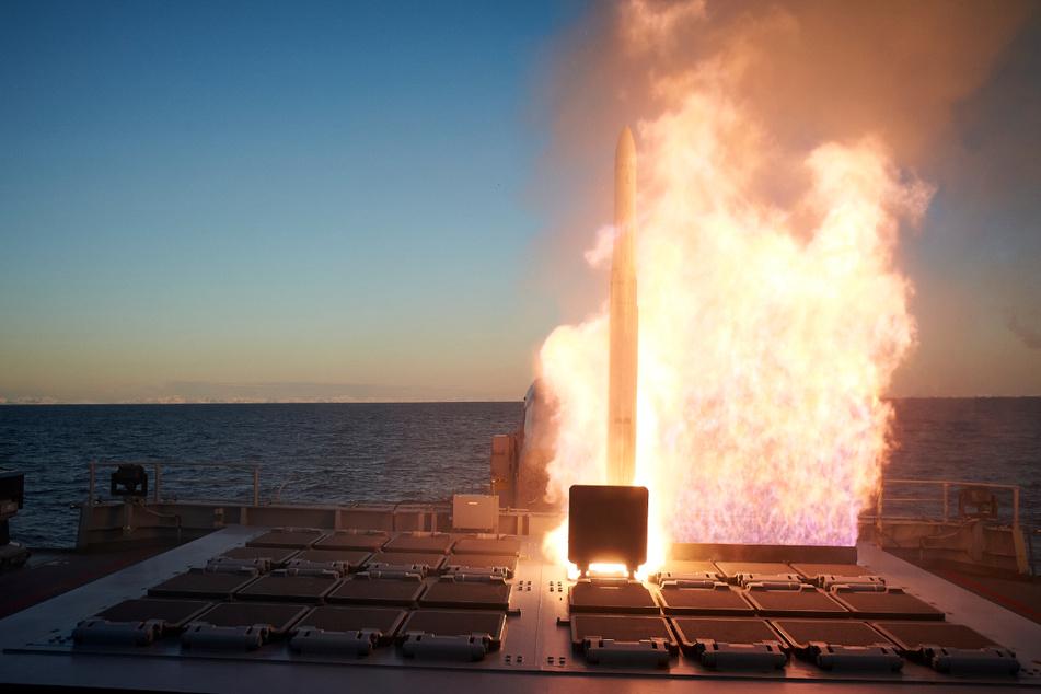 Feuer frei! Kriegsschiffe demonstrieren vor Norwegen ihr Können