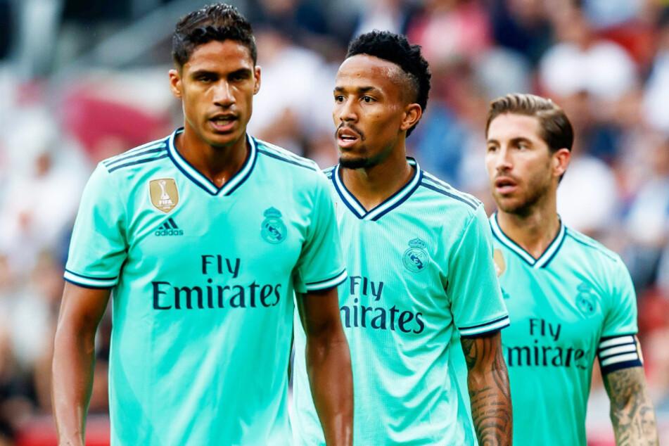 Hat der FC Bayern München bei der Suche nach einem Ersatz für David Alaba (28) etwa Éder Militão (22, M.) von Real Madrid auf dem Radar?