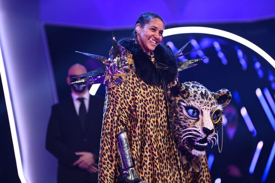 """Cassandra Steen (41) musste als Zweitplatzierte von """"The Masked Singer"""" ihre Leoparden-Maske lüften."""
