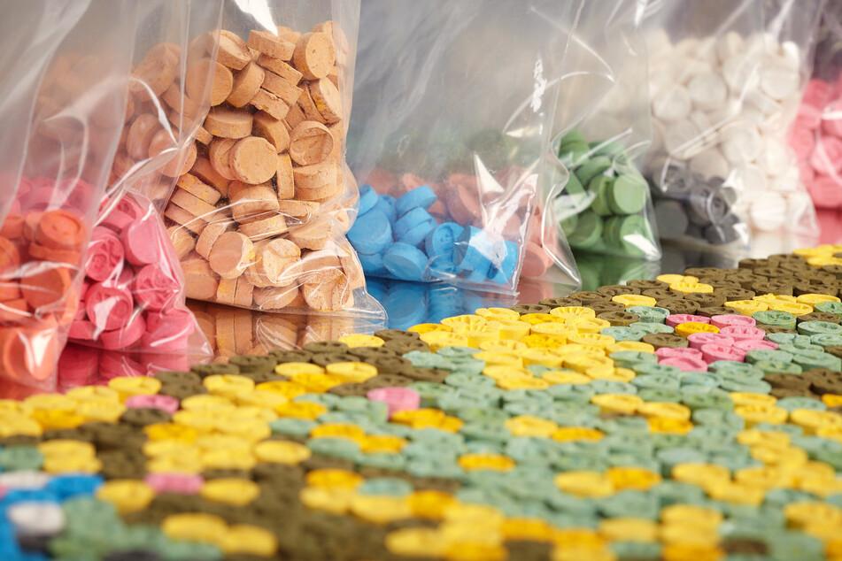 Tonnenweise Chemikalien für Drogen beschafft: Unternehmer vor Gericht