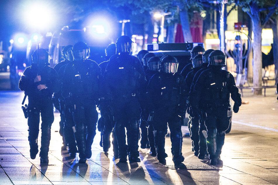 Polizisten bei einem Einsatz am Samstag in der Stuttgarter Innenstadt.