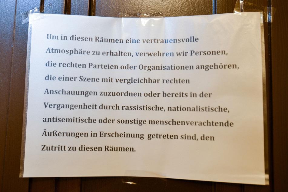 Dieses Schild hängt an der Rathaus-Bürotür der Grünen.