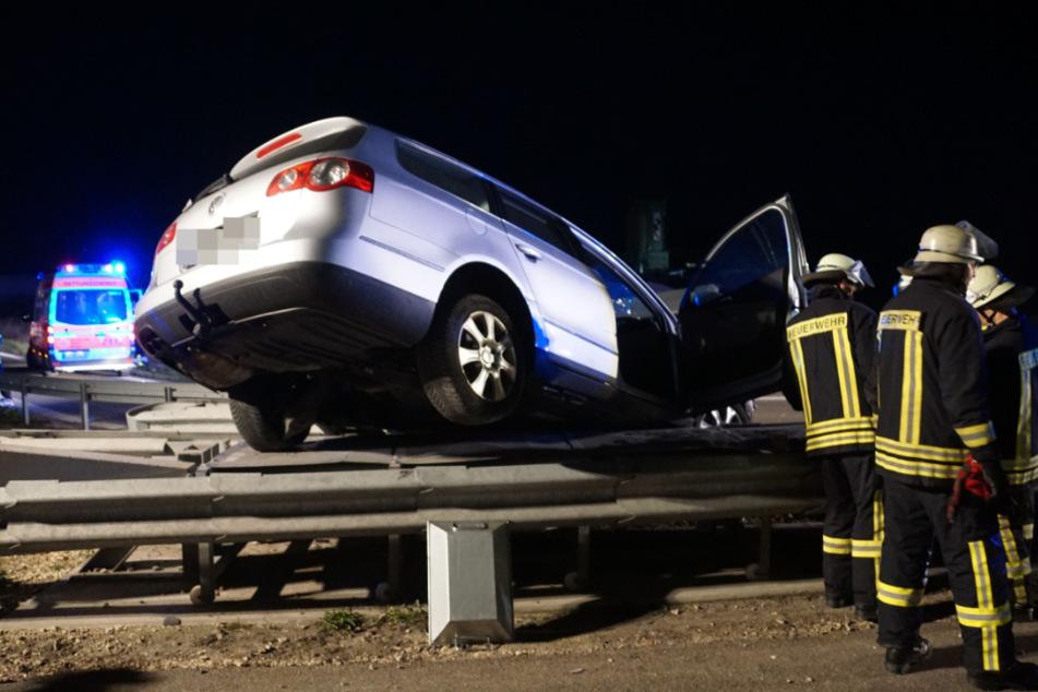 Die beiden Insassen des Wagens wurden schwer verletzt.