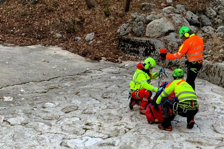 Unglaublich: Verletzter Mann und Hund überleben sieben Tage in den Alpen