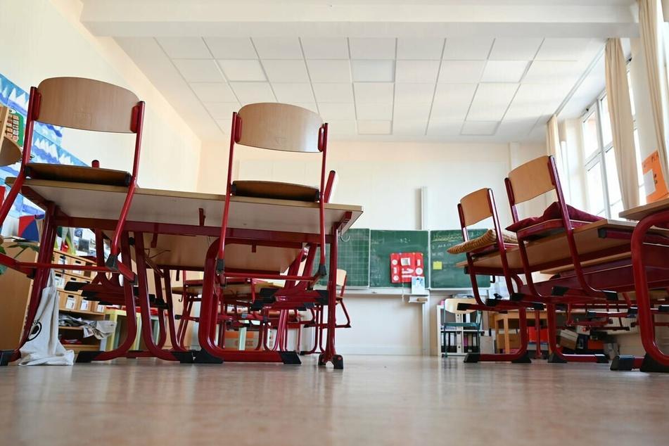 Alle Schüler sollen wieder regelmäßig in die Schule. (Symbolbild)