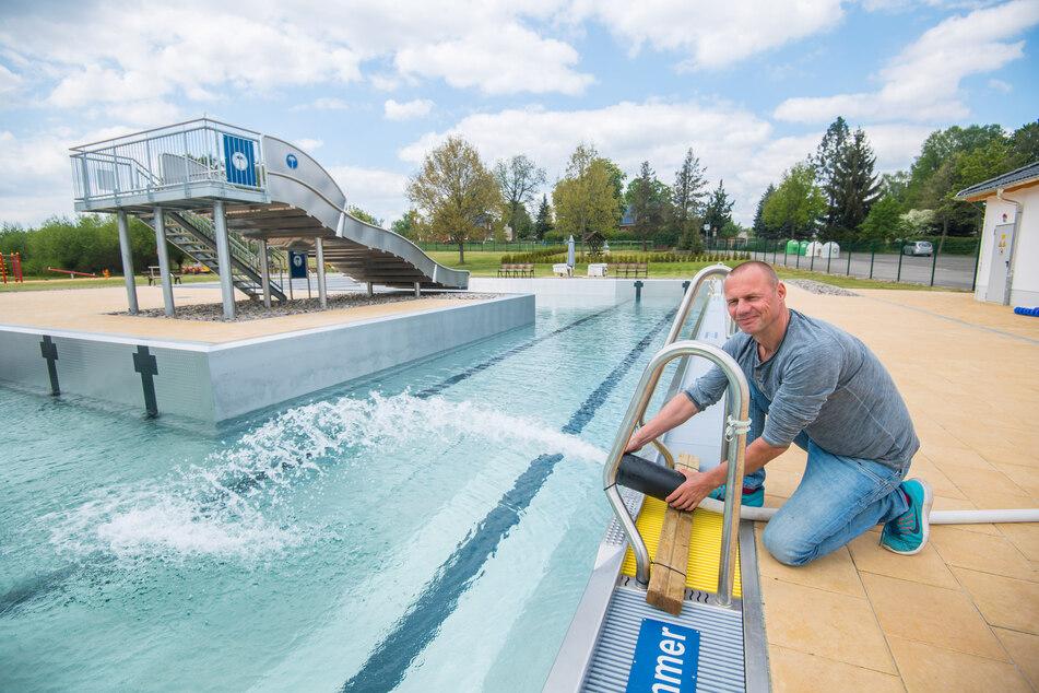 Thomas Sprunk (50) will das Freibad Neukirchen ab Juni täglich 10 bis 20 Uhr öffnen, für Frühschwimmer zusätzlich wochentags 8 bis 9 Uhr.