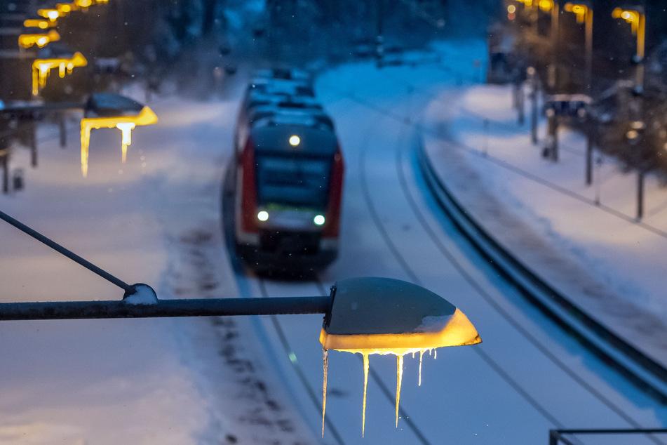 Reisende müssen in NRW weiterhin mit Zug-Ausfällen rechnen.