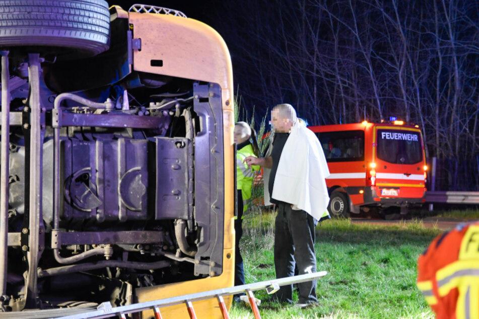Der Mann stand bereits neben seinem Fahrzeug, als die Rettungskräfte eintrafen.