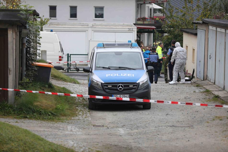 Die Polizei ist mit einem Großaufgebot vor Ort und ermittelt: Ein 16 Jahre altes Mädchen ist Opfer einer Bluttat geworden und ums Leben gekommen!