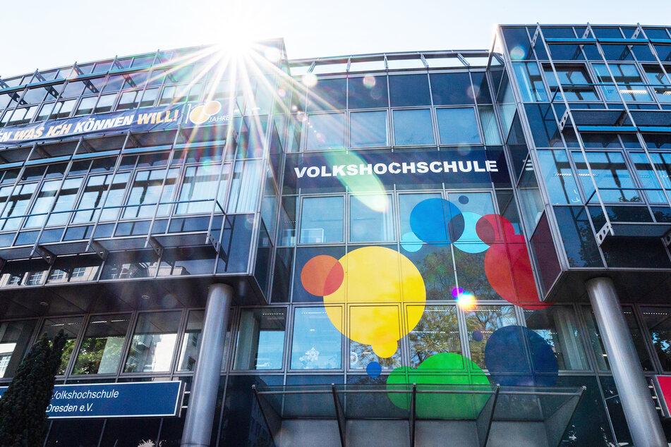 Deutliche Verluste: Sachsens Volkshochschulen in finanzieller Schieflage!