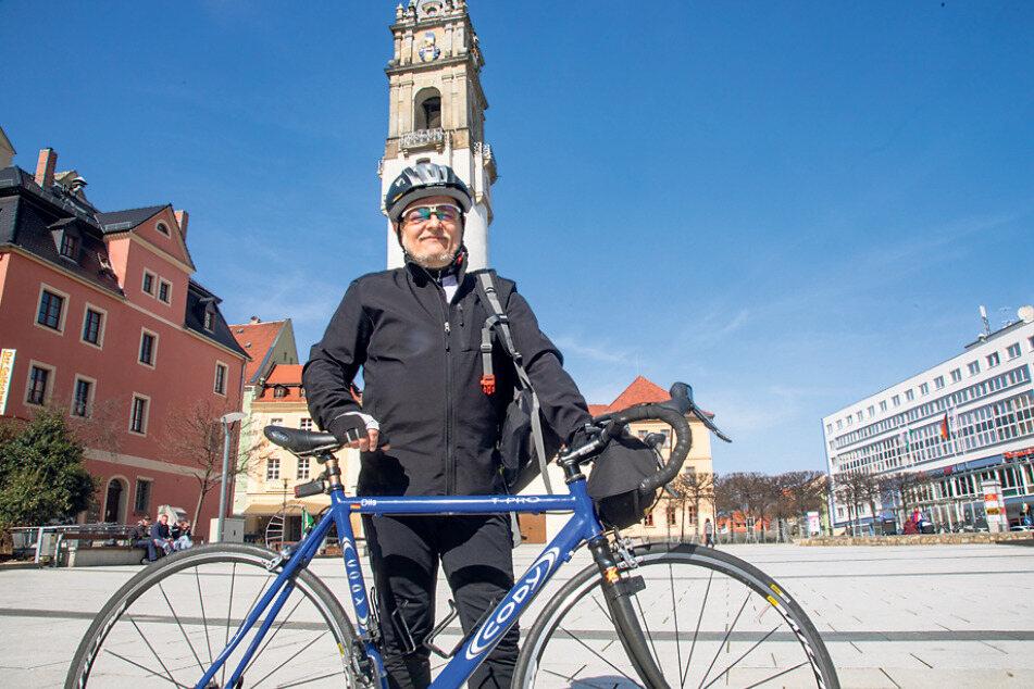 DJ Jens-Henry Dils (55) will die Corona-Flaute als Fahrradkurier überstehen.