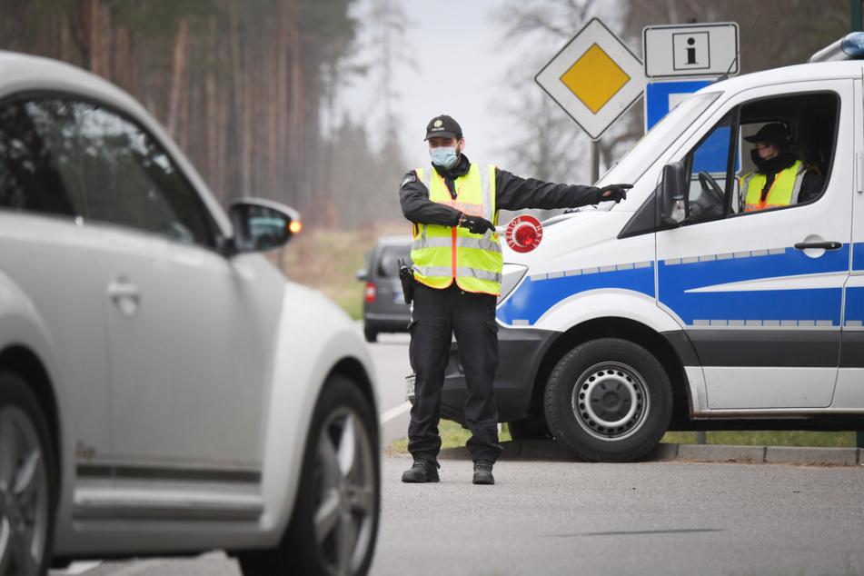 Polizei stoppt Hunderte Autofahrer, die nur mal kurz Urlaub machen wollten