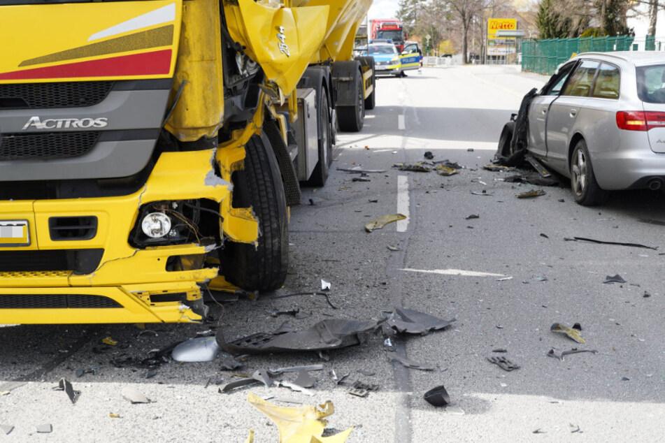 Auch der Lastwagen war nach dem Unfall nicht mehr fahrbereit.