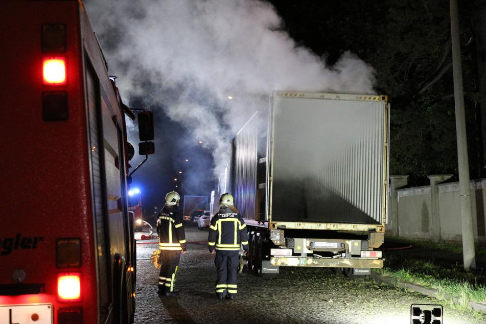 Im Stadtteil Gohlis brannte in der Nacht zu Sonntag ein Lkw.