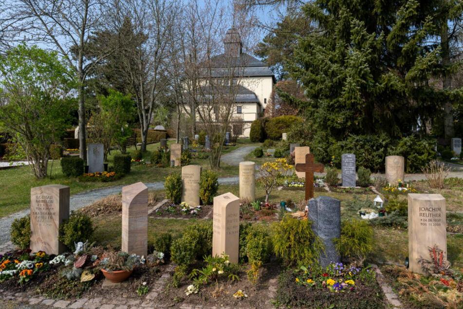Bestattungen dürfen nur noch im Freien stattfinden - das hat die Stadt Chemnitz so angeordnet.