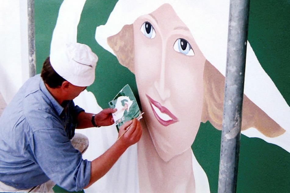 Auch die Düsseldorfer Persilfrau durfte der Krostitzer Malermeister Reinhard Haselbach 1997 verschönern.