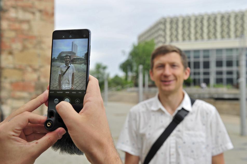Hier wird gerade Vasilii Fedorov (32) befragt. Der 32-Jährige wohnt seit 2013 in Chemnitz.