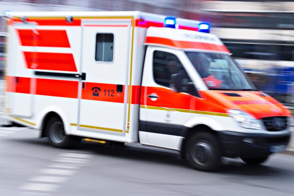 Ein Motorradfahrer ist bei einem Unfall auf der B299 in Bayern ums Leben gekommen. Die Rettungskräfte konnten nichts mehr für ihn tun. (Symbolbild)