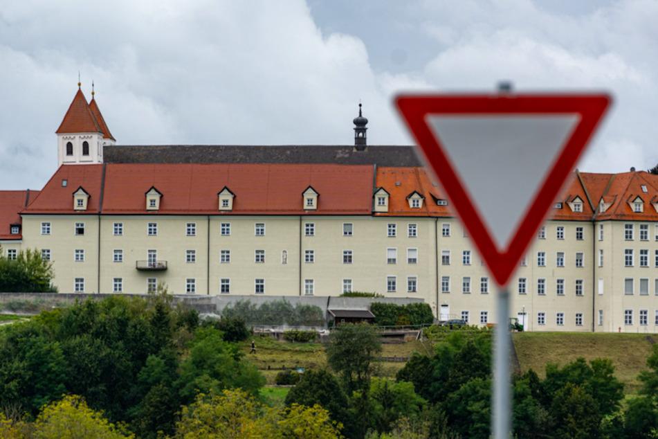 Das Kloster Mallersdorf in Niederbayern. In dem Kloster sind am Freitag fast 650 Ordensschwestern sowie einige Mitarbeiter auf eine Infektion mit dem Coronavirus hin getestet worden.