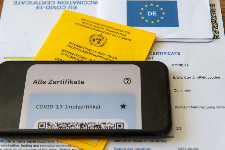 Wann Apotheken wieder digitale Impfzertifikate ausstellen können, steht nach Angaben des Deutschen Apothekerverbands (DAV) noch nicht fest.