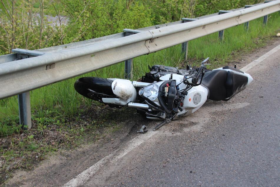 Ein Motorradfahrer ist bei einer Kollision mit einem Ford auf der B16 in Bayern ums Leben gekommen.