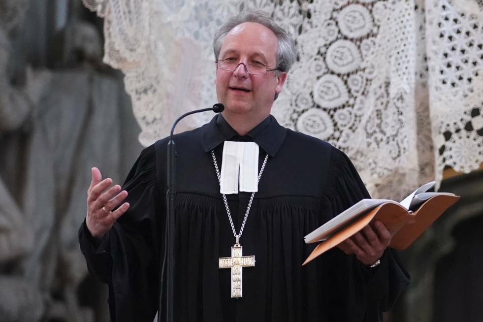 """Der Berliner Landesbischof Christian Stäblein (54) hat den Vorfall als """"schrecklichen Fehler"""" bezeichnet und sich für den Vorgang entschuldigt."""