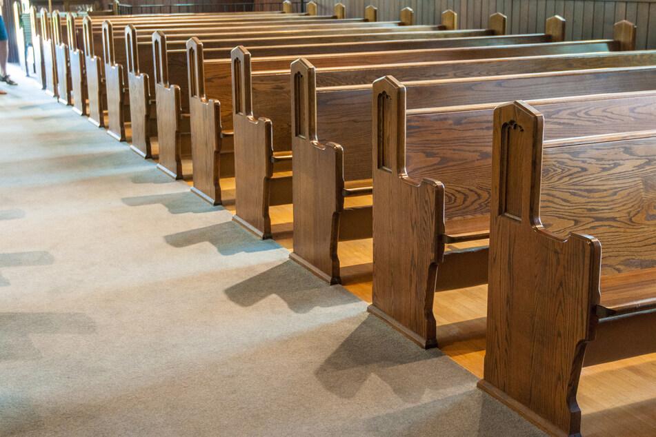 Randale in einer Kirche! Staatsschutz ermittelt zu verfassungswidrigen Schmierereien