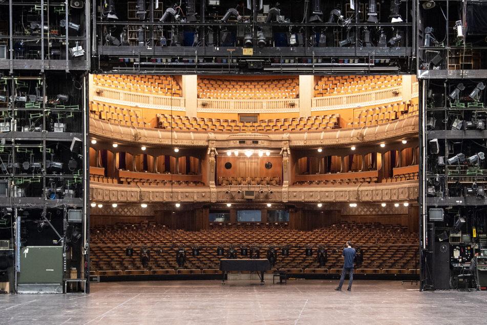 Das Kunstministeriums hatte für die Staatstheater in Stuttgart (Foto) und Karlsruhe beschlossen, den Spielbetrieb bis Ende Januar ruhen zu lassen.