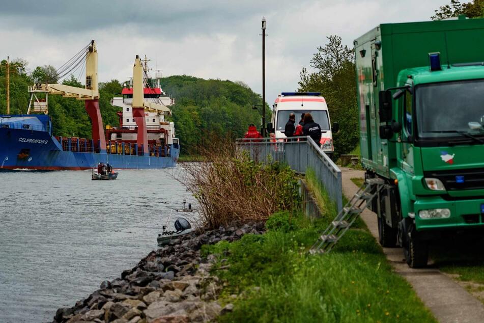 Nach Bluttat in Dänischenhagen: Taucher finden Waffenteile in Nord-Ostsee-Kanal