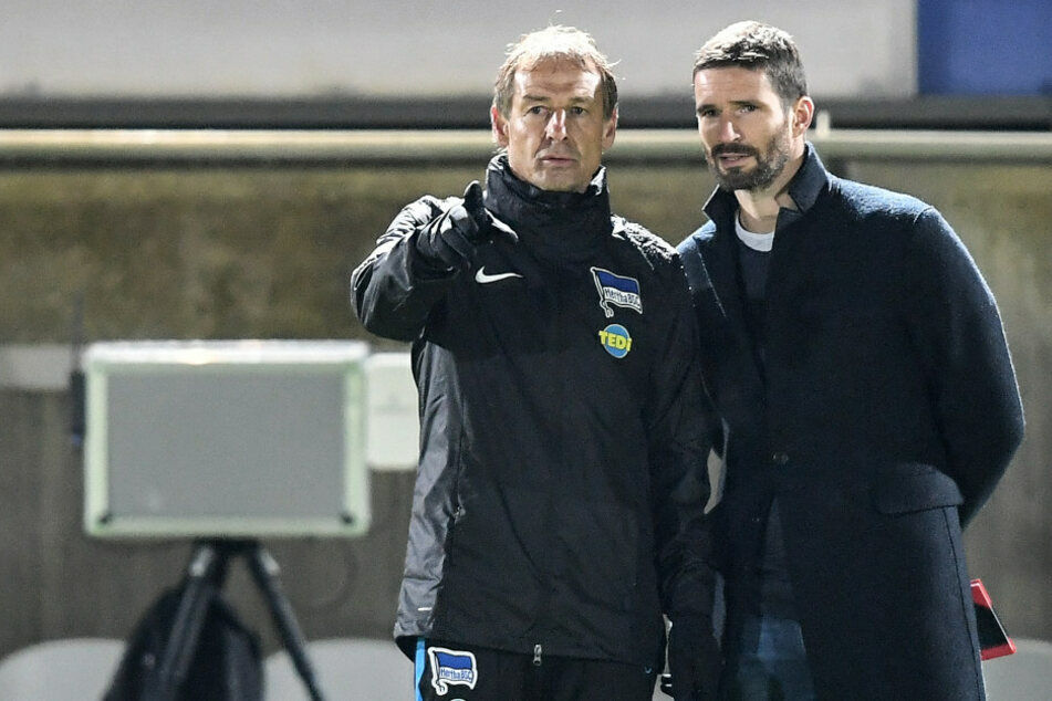 Jürgen Klinsmann (l) hatte Arne Friedrich (r) wieder zu Hertha BSC geholt.