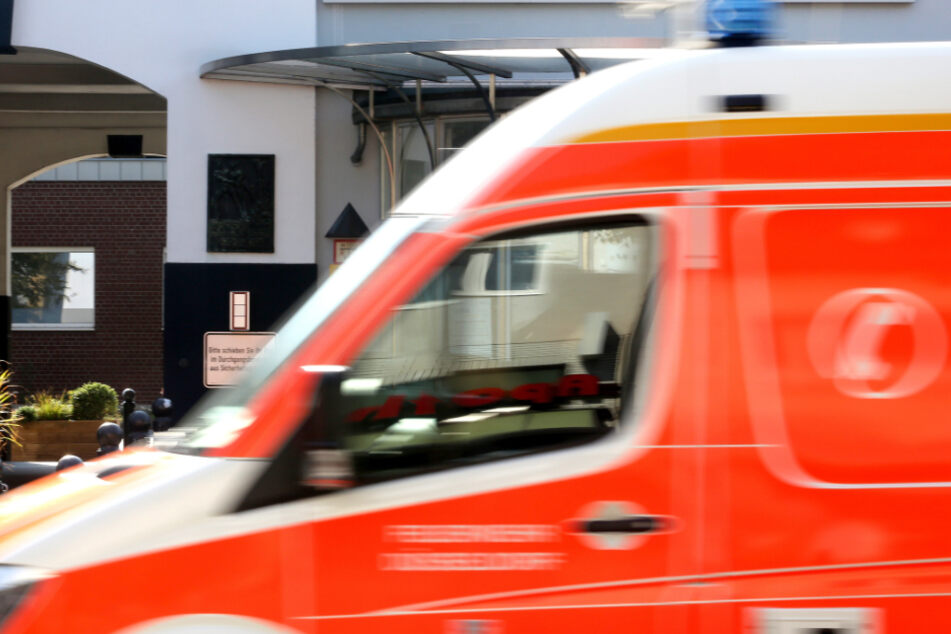 Zweijähriger stürzt aus dem Fenster: Mutter erleidet Schock