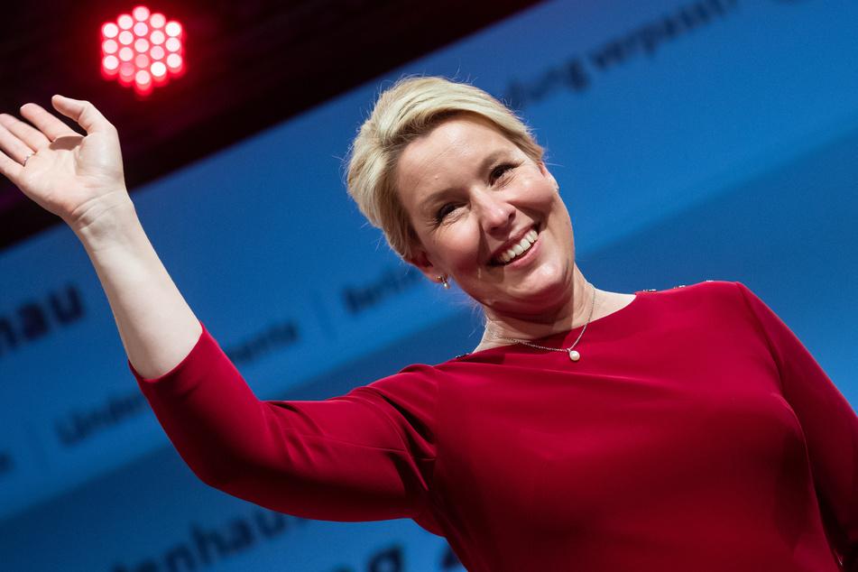 Die Freude ist groß bei Franziska Giffey (43, SPD): Sie gewinnt nicht nur ihren Wahlkreis mit deutlichem Vorsprung, sondern siegt auch bei der gesamten Berlin-Wahl mit der SPD.