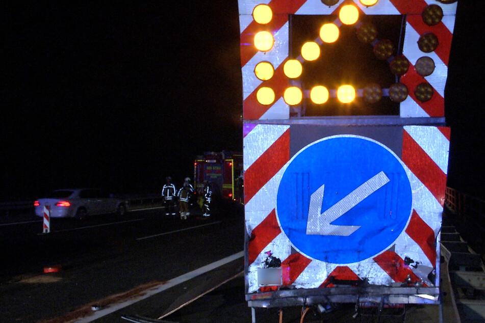 Ein 43-Jähriger ist mit 2,4 Promille in einen Schilderwagen auf der A13 gekracht. (Symbolfoto)